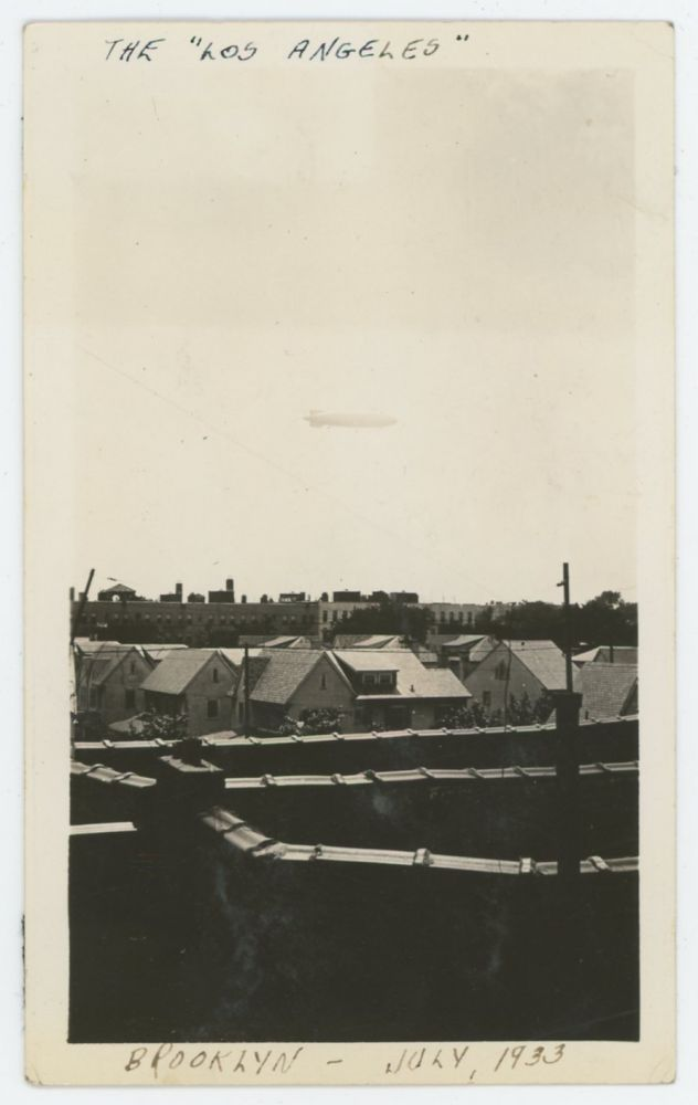 "THE USS ""LOS ANGELES"" BLIMP OVER BROOKLYN VINTAGE ROOFTOP SNAPSHOT 1933"