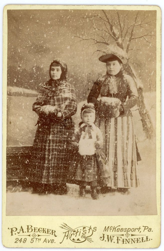 MOTHER and CHILDREN IN FAKE SNOW CABINET CARD PHOTO