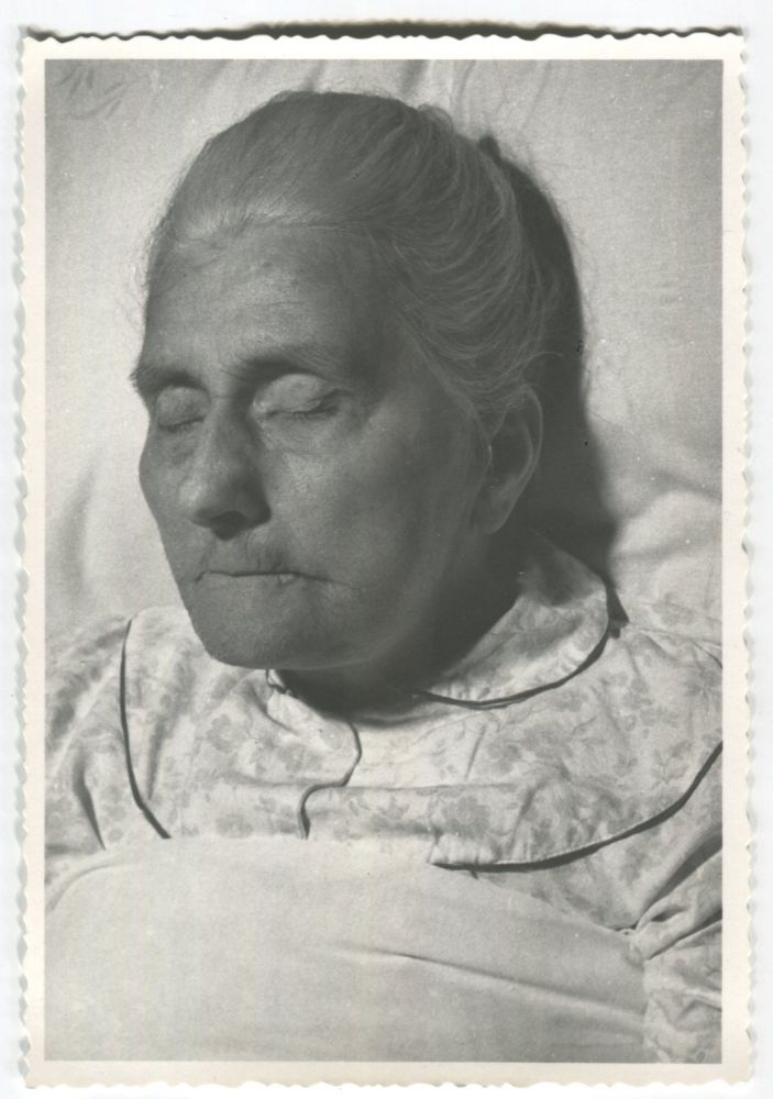 POST MORTEM DEAD OLD WOMAN SNAPSHOT PHOTO