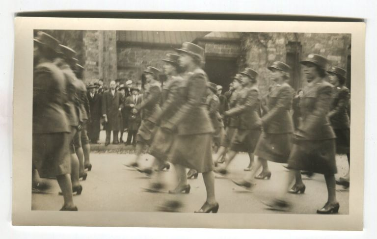 AMERICAN WAC WOMEN SOLDIERS MARCH IN EUROPE WWII VINTAGE SNAPSHOT PHOTO