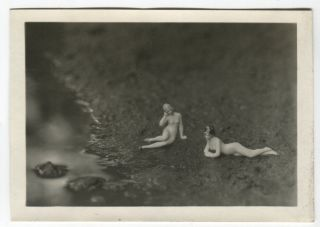 TWO MINIATURE NUDE BATHING BEAUTIES BY A PUDDLE ODD VINTAGE SNAPSHOT PHOTO