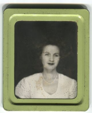 LADY IN PEARLS GREEN FRAME PHOTOMATIC PHOTOBOOTH PHOTO