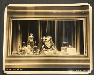 NYC STORE WINDOW DISPLAY PHOTO PORTFOLIO by ROBERT C. MAI 1940s – 1950s