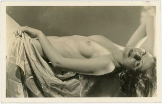 ALLURING NUDE WOMAN VINTAGE REAL PHOTO POSTCARD
