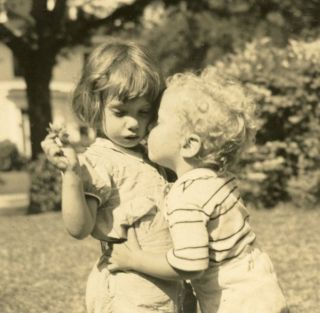 YOUNG LOVE GIRL GETS KISS FROM TRANSIENT BOYFRIEND VINTAGE SNAPSHOT PHOTO